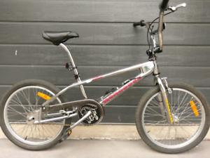 MONGOOSE VILLAIN BMX BIKE