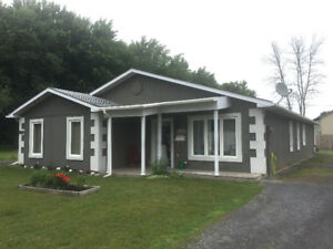 IDEAL RETIREMENT FAMILY DUPLEX OR INCOME PROPERTY WITH POTENTIAL