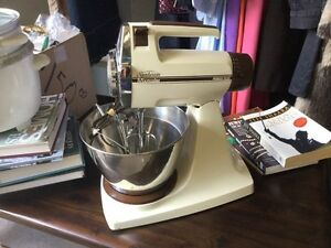 Awesome retro Sunbeam mixer, works great, cakes, bread.