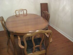 Solid wood dining table & 4 chairs (vintage)