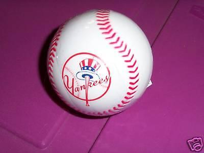 NY YANKEES BASEBALL collectible + GUMBALLS  NEW](Baseball Gumballs)