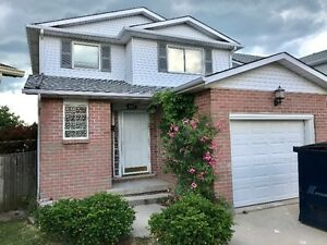 **BEAUTFULLY RENOVATED 6 BDRM HOME IN GREAT NEIGHBORHOOD!