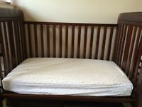 Delta 3 in 1 crib and mattress, sheets, breathable bumper