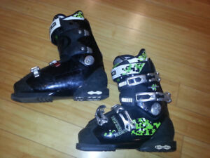 Ski boots for teen or woman