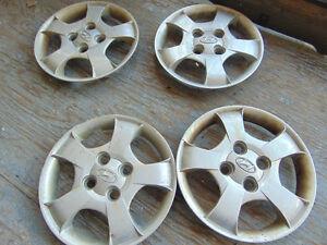 4 cap de roues 13 pouces de marque HYUNDAI