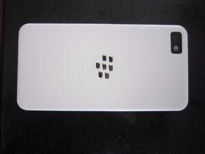 Blackberry Z-10 White - Like New, Telus or Koodo Kingston Kingston Area image 5