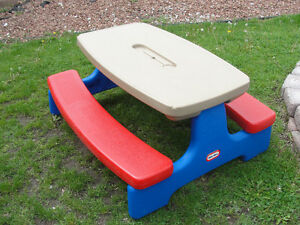 Little Tikes Large Picnic table  Easy Store