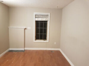 Two Rooms at Main Floor in Ancaster are available for Rent
