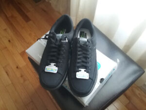 MENS SKECHERS NEW WITH BOX SIZE 11