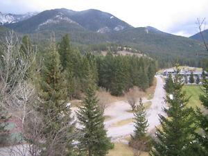 ATTENTION GOLFERS -VACATION CONDO ON RADIUM GOLF COURSE FOR RENT