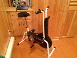 Vélo domestique d'exercice