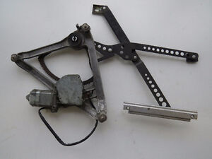 Mercedes 126 1981-1991 Right Front Window Regulator 1267201846