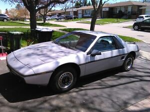 1985 Pontiac Fiero Coupe (2 door)