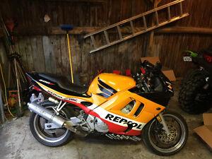 CBR repsol 600 super-sport 2400$