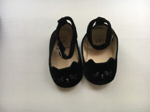 Adorable BabyGap cat shoes 6-12 months in like-new condition!