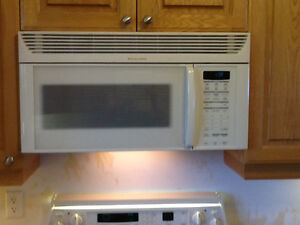 White Stove, Refrigeator, Microwave - All in Great Condition!! Kawartha Lakes Peterborough Area image 4