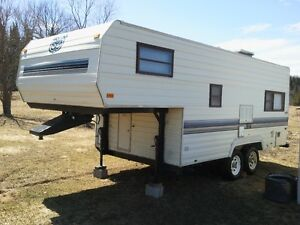 21.5 FT Prowler Lynx Fifth Wheel