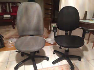 Office Height Adjustable Rotating Chairs on Wheels-Excellent Cdn