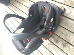 Britax Bsafe35 car seat and base