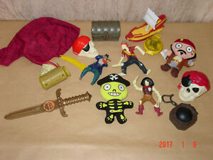 14 Figurines de : Pirates des Caraibles.