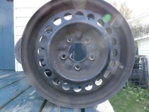 4 roues (rims) d'acier 15x6 pouces