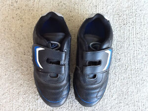 Soccer Cleats/Shoes - Child Size 13 Kitchener / Waterloo Kitchener Area image 1