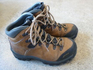 Women's Leather MEC Purcell Backpacking / Hiking Boots