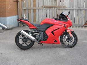 2009 250 ninja parts bike London Ontario image 1