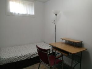 Furnished basement bedroom for student to rent 学生房出租
