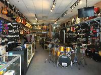 Cymbales, drums, guitares, pièces, pédales, amplificateurs