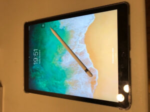 Very new iPad Pro 12.9 with pen, case and screen protector.