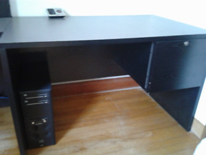 DESK WITH RIGHT SIDE DRAWERS