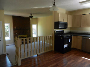Century Park LRT Furnished Upstairs Rooms for Students Female