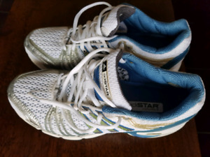 NEW NEW!!! MENS SPORT ADIDAS RUNNING SNEAKERS SIZE 9