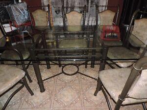 Table en vitre 6-8 personne -Fait une offre -make offer