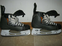 Easton EQ4 skates Size 8.5D $30 - in VERY GOOD condition