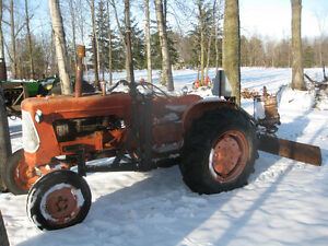 Allis Chalmers D - 14 Tractor with Loader