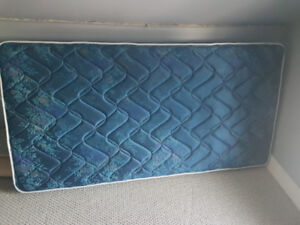 Great condition, nearly new single mattress!