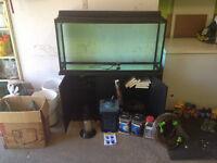 Aquarium 90 gallon + meuble hagen tout tout équipé !!!