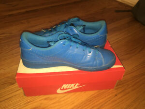 blue nike shoes with box