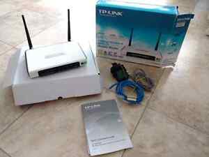 TP LINK ADSL2 + Modem Router - All in one (used teksavvy)