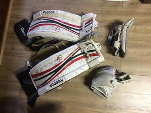 Goalie pads - Reebok Jr 26-1 with block and catcher