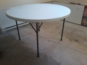 FOLDING TABLE 4 feet wide and 29 inches high