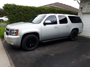 2010 Suburban - Very Clean – Rust Free Florida Truck – Low Km's