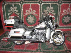 Harley Davidson 2003 Ultra Classic Diecast