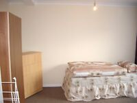 Nice room to share with a WOMAN to rent in Mile End, all bills included, free wifi, ID:102