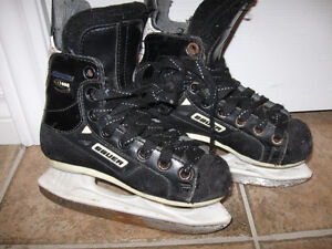 Youth Size Bauer Skates-Good condition + new socks + boot tray