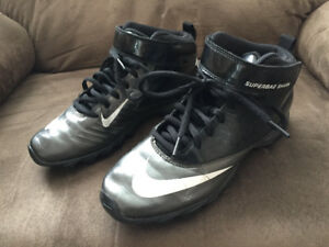 Size 5 boys football cleats (8-11 years old)