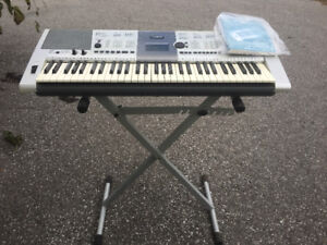 YAMAHA 400 key board with stand.  UNUSED