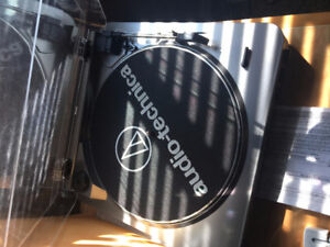 Audio- Technica Vinyl Player + LPs included - Mint condition